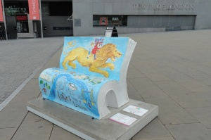Twr of London, book bench (2)